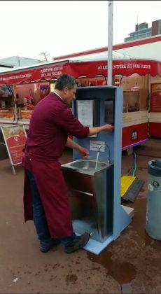SPNM-Handwaschbecken-Hände einseifen